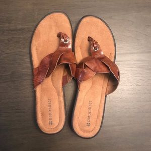 NWT Women's size 8 Naturalizer Sandals
